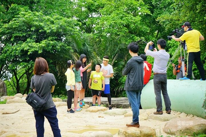 105-04-28 與東森幼幼台一起露營去 不遠山莊 (31).jpg