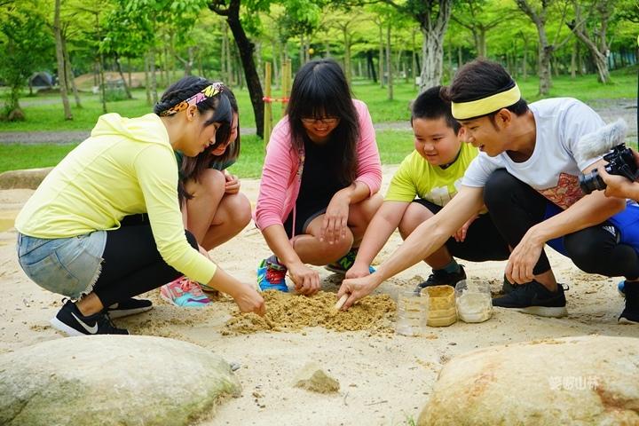 105-04-28 與東森幼幼台一起露營去 不遠山莊 (34).jpg