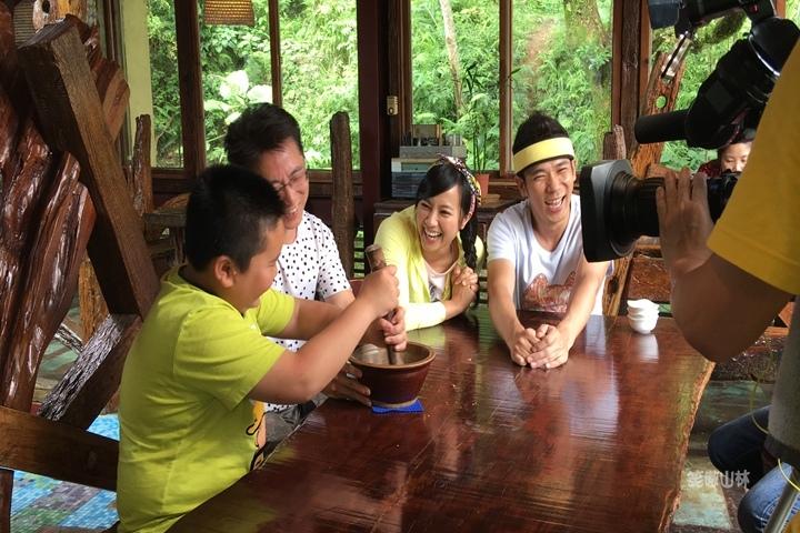 105-04-28 與東森幼幼台一起露營去 不遠山莊 (126).jpg