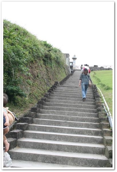 有背袋 這個樓梯也輕鬆