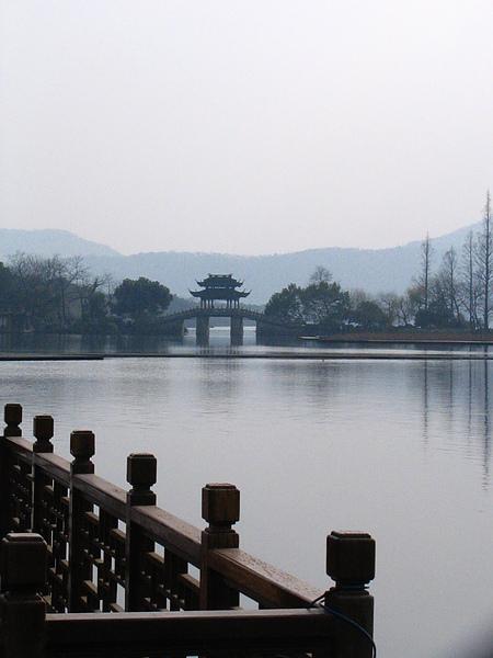 西湖,遠望蘇堤