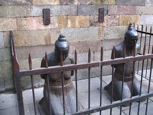 岳王廟,鐵像