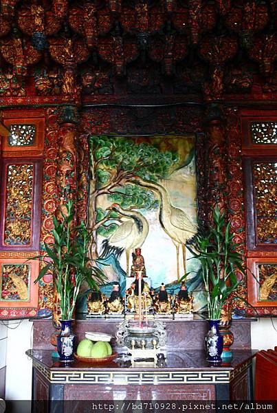 正殿虎邊神龕,奉祀:地藏王菩薩、文昌帝君