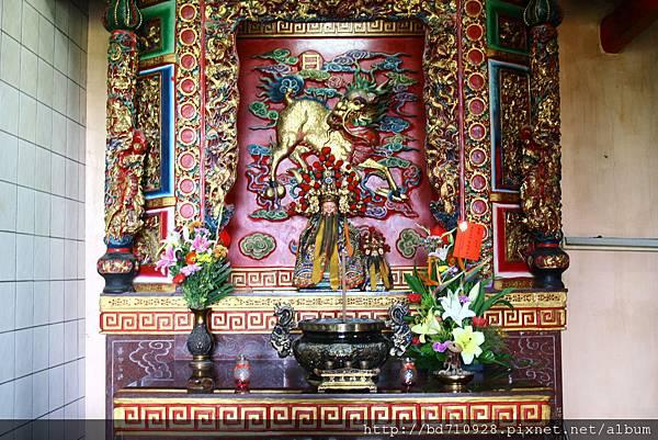 正殿虎邊神龕,奉祀:福德正神