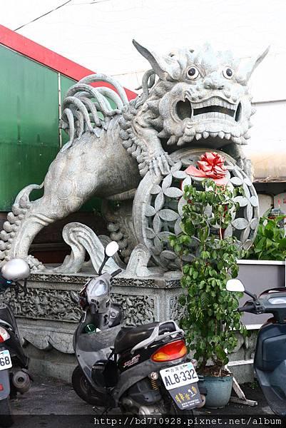 廟前大石獅