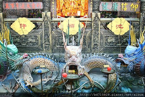 廟前九龍許願池