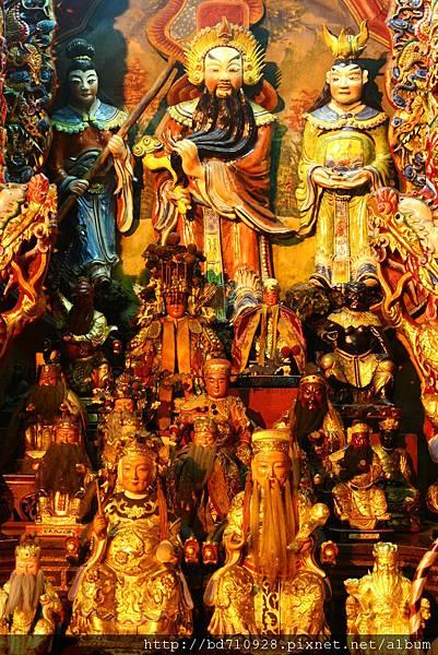 正殿龍側奉祀列位神佛聖像
