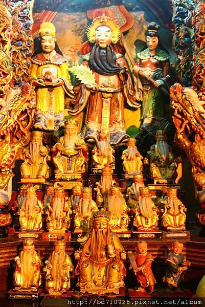 正殿虎側奉祀福德正神聖像