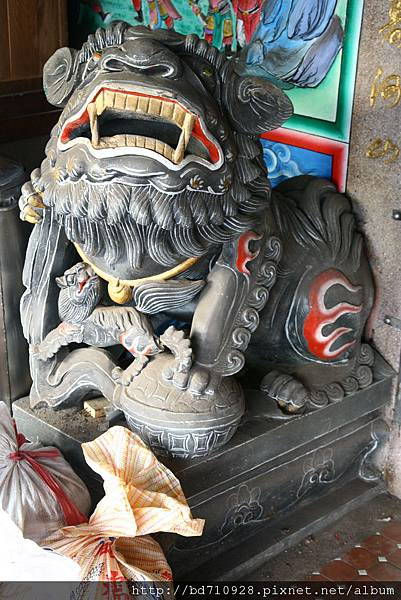 一樓廟前石獅