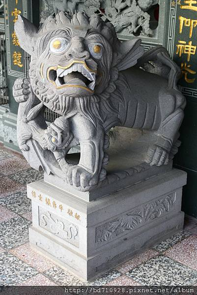 二樓廟前石獅