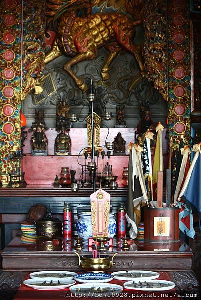 正殿虎邊神龕,奉祀:中壇元帥