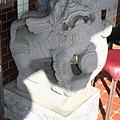 廟前龍側公石獅