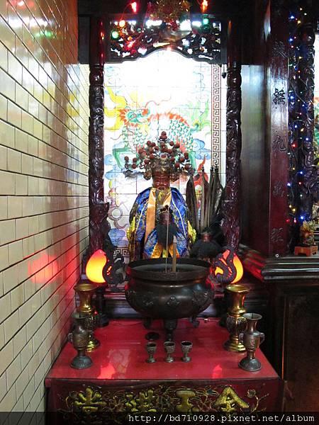 魁星宮正殿虎側神龕,奉祀:福德正神