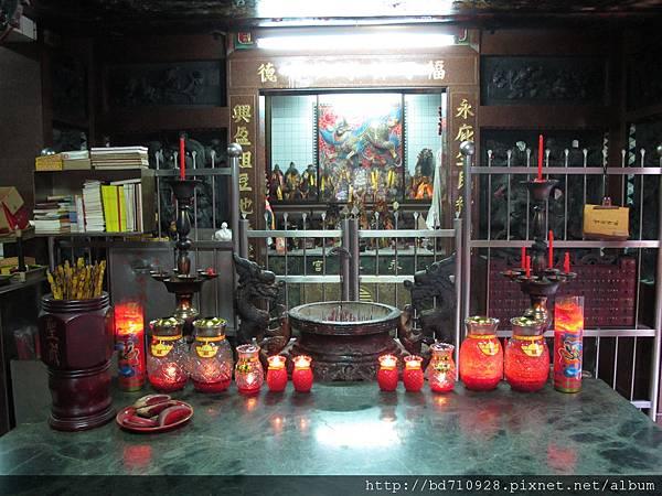 台北林口永興宮一樓廟前景