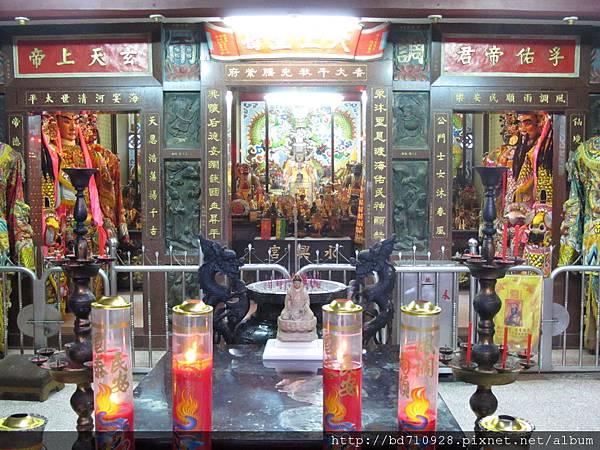 台北林口永興宮二樓廟前景