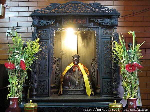 龍側偏殿,奉祀:地藏王菩薩