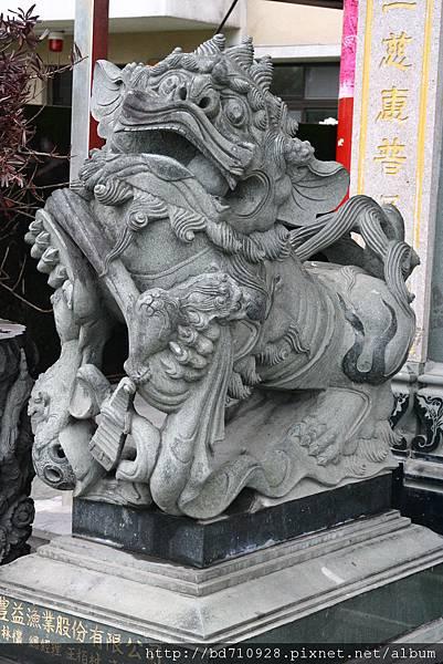 廟埕石階石獅