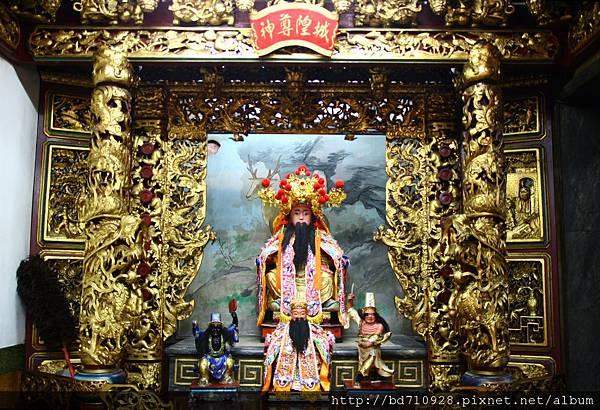 中殿一樓虎側,奉祀:城隍尊神