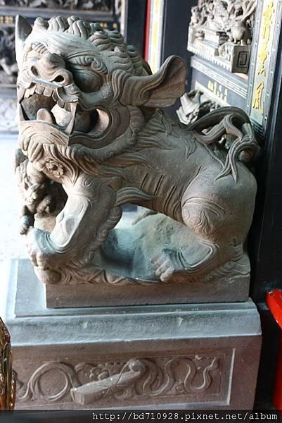 中殿二樓前石獅