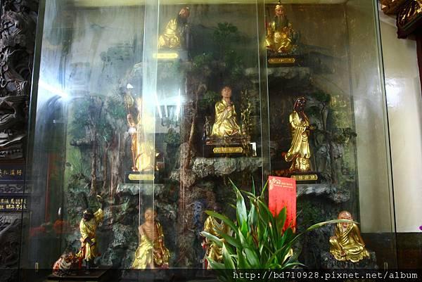 中殿二樓虎側十八羅漢聖像