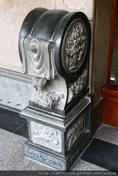 凌霄寶殿一樓殿前抱鼓石