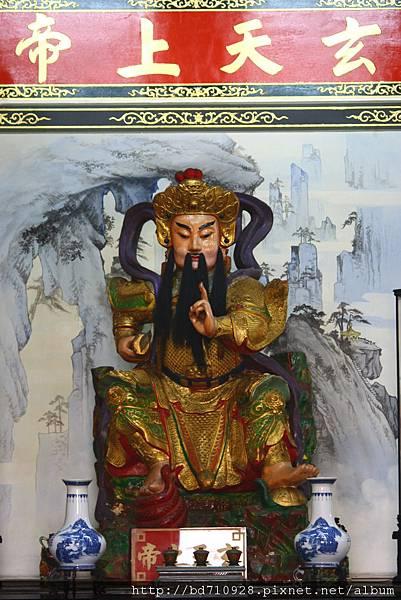 凌霄寶殿三樓虎側,奉祀:玄天上帝