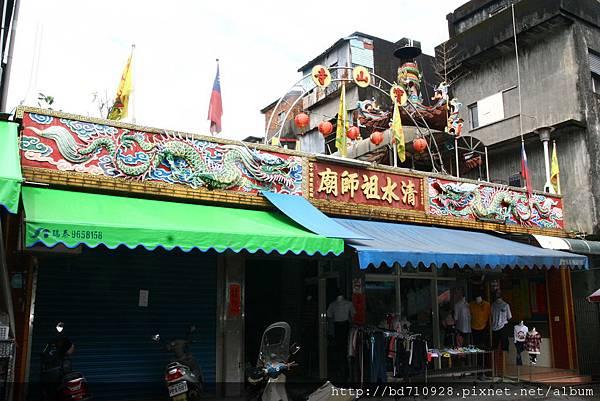 蘇澳寶山寺位在市場的二樓