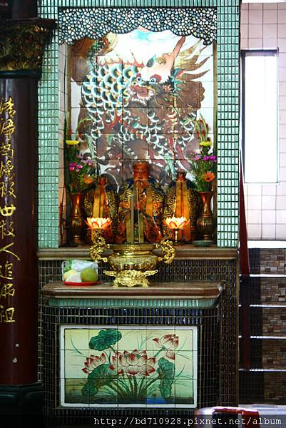 正殿龍邊神龕,奉祀:福德正神