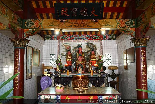 蘇澳寶山寺二樓「大雄寶殿」,主祀:釋迦牟尼佛、觀世音菩薩