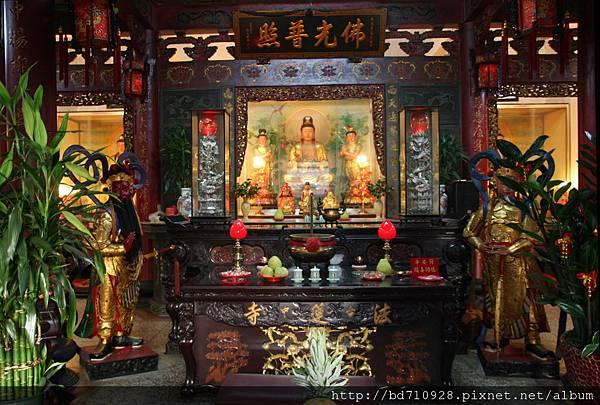 台中法蓮寺正殿,主祀:觀音佛祖