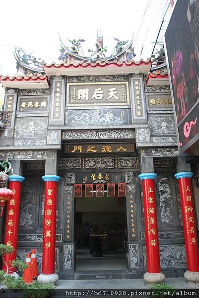 台中萬春宮正門「天后閣」牌樓