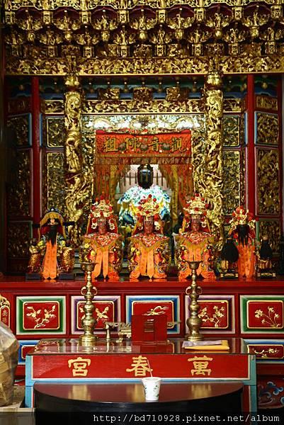 正殿龍側,奉祀:觀音佛祖
