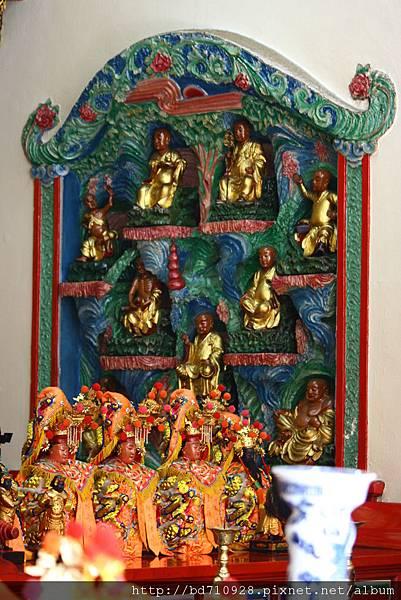 正殿龍側十八羅漢尊者聖像