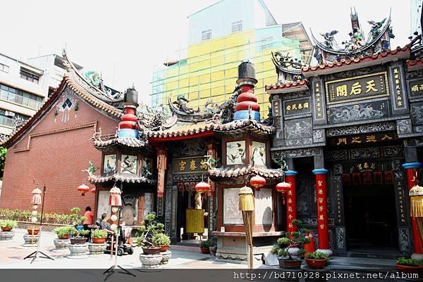 台中萬春宮廟貌