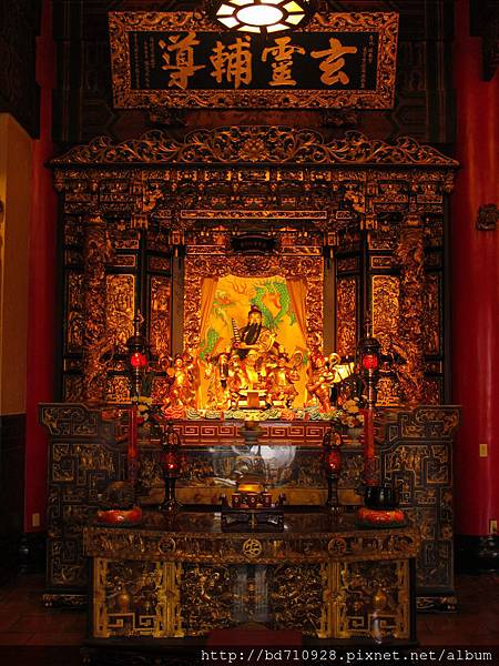 保安宮凌霄寶殿虎邊神龕,奉祀:雷聲普化天尊