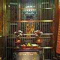 忠義宮虎邊神龕,奉祀:霞海城隍爺