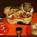 淡水忠義宮正殿虎側,奉祀:虎爺將軍。忠義宮的虎爺是在桌上的。