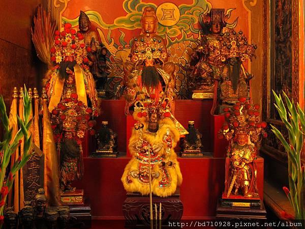 艋舺金義宮虎邊神龕列位神佛聖像