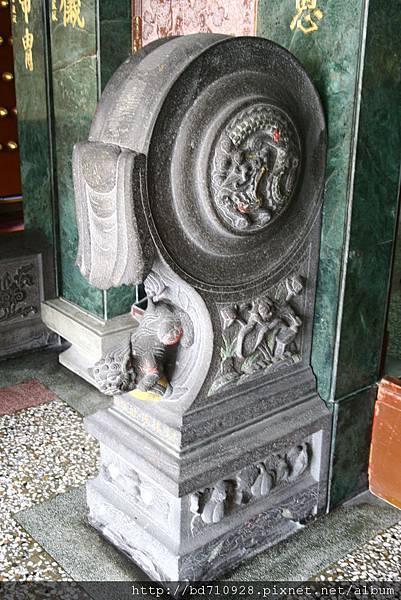 廟前抱穀石