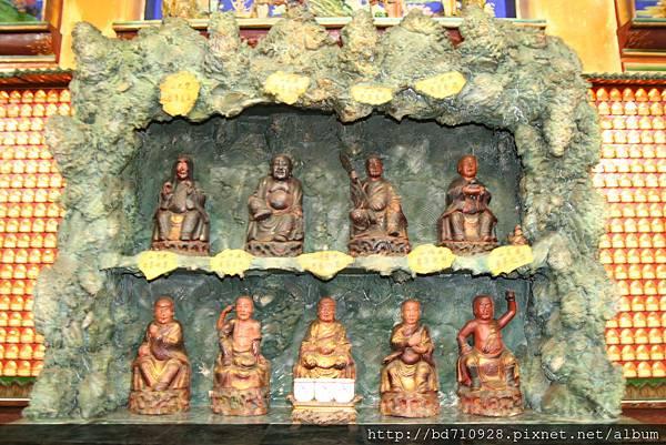 嘉義大天宮正殿龍側十八尊者聖像