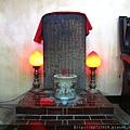 正殿外龍側恩主爐,奉祀:列位先賢