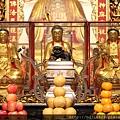 艋舺龍山寺正殿釋迦牟尼佛、文殊菩薩、普賢菩薩聖像
