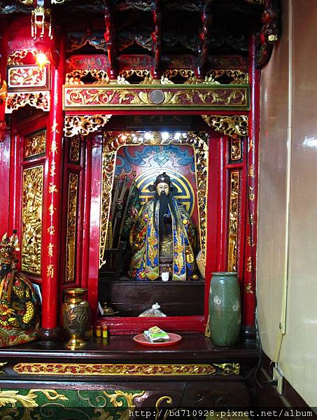 大眾爺廟正殿龍邊神龕,奉祀:文判官