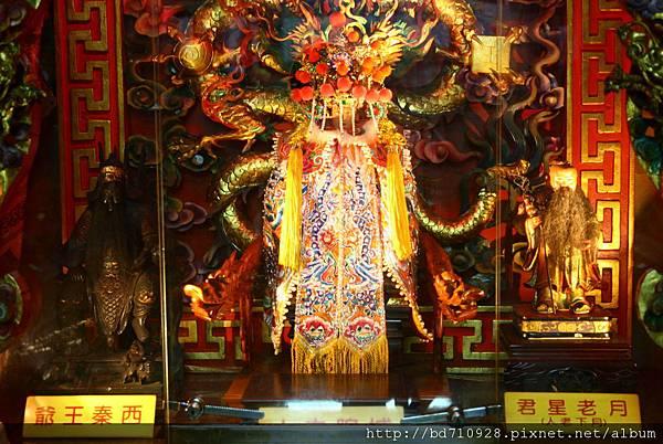 高雄霞海城隍廟城隍夫人、月老星君、西秦王爺聖像
