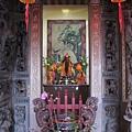 芝山宮虎邊神龕,奉祀:山神、關聖帝君、中壇元帥