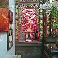 晉德宮正殿虎邊神龕,奉祀:福德正神
