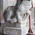廟前龍邊公石獅