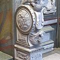 護室廟門前石獅抱鼓石