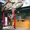 廟內龍鳳柱,底下為玄天上帝駕前龜將軍