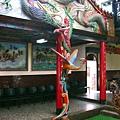 廟內龍鳳柱,底下為玄天上帝駕前蛇將軍